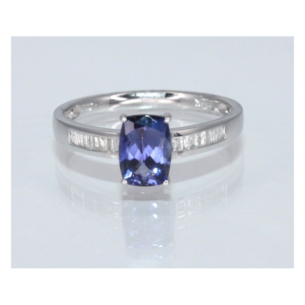 TANZANITE RING WITH .90 CARAT TANZANITE & .13 CARAT DIAMONDS