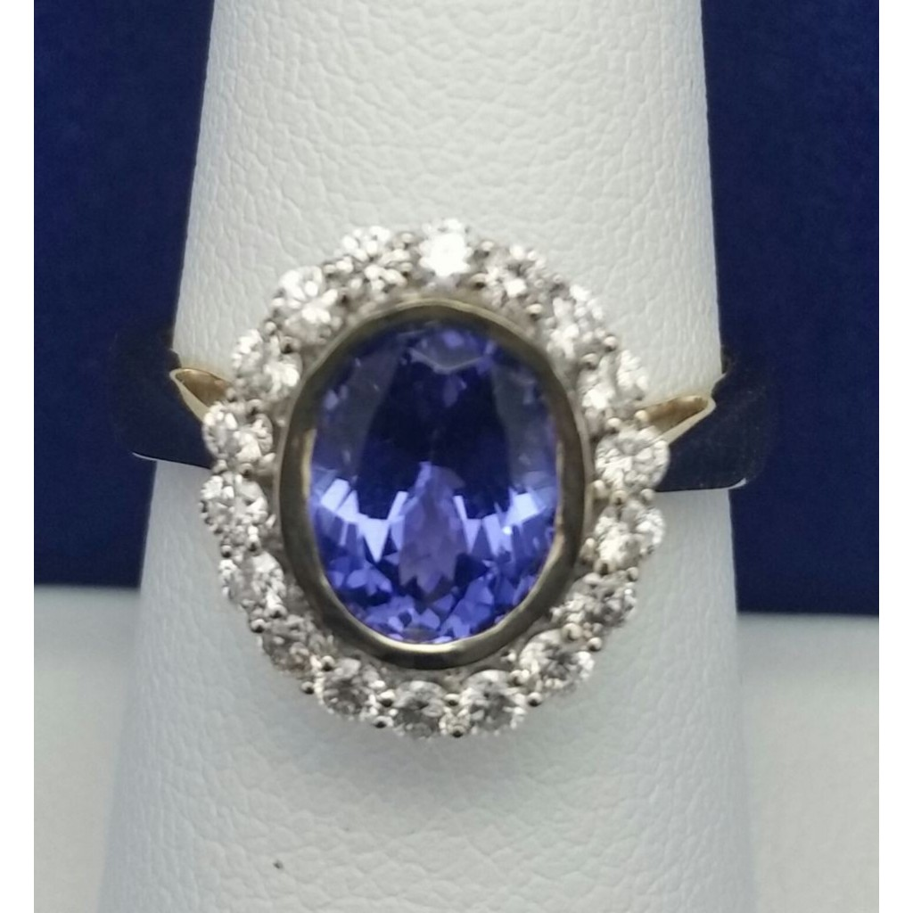 Tanzanite Ring with 2.56 Carats