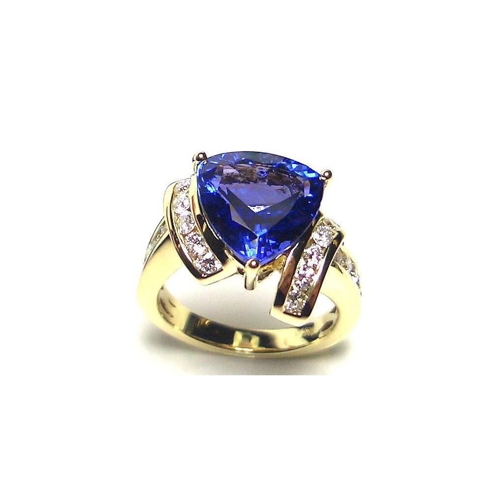18k yellow gold ring 4.85ct Tanzanite and 0.65ct Diamond