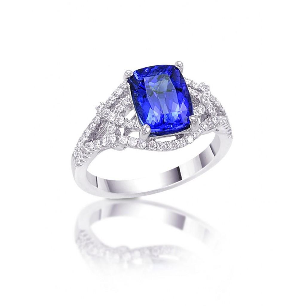 18k white gold ring 2.55ct Tanzanite and 0.36ct Diamond