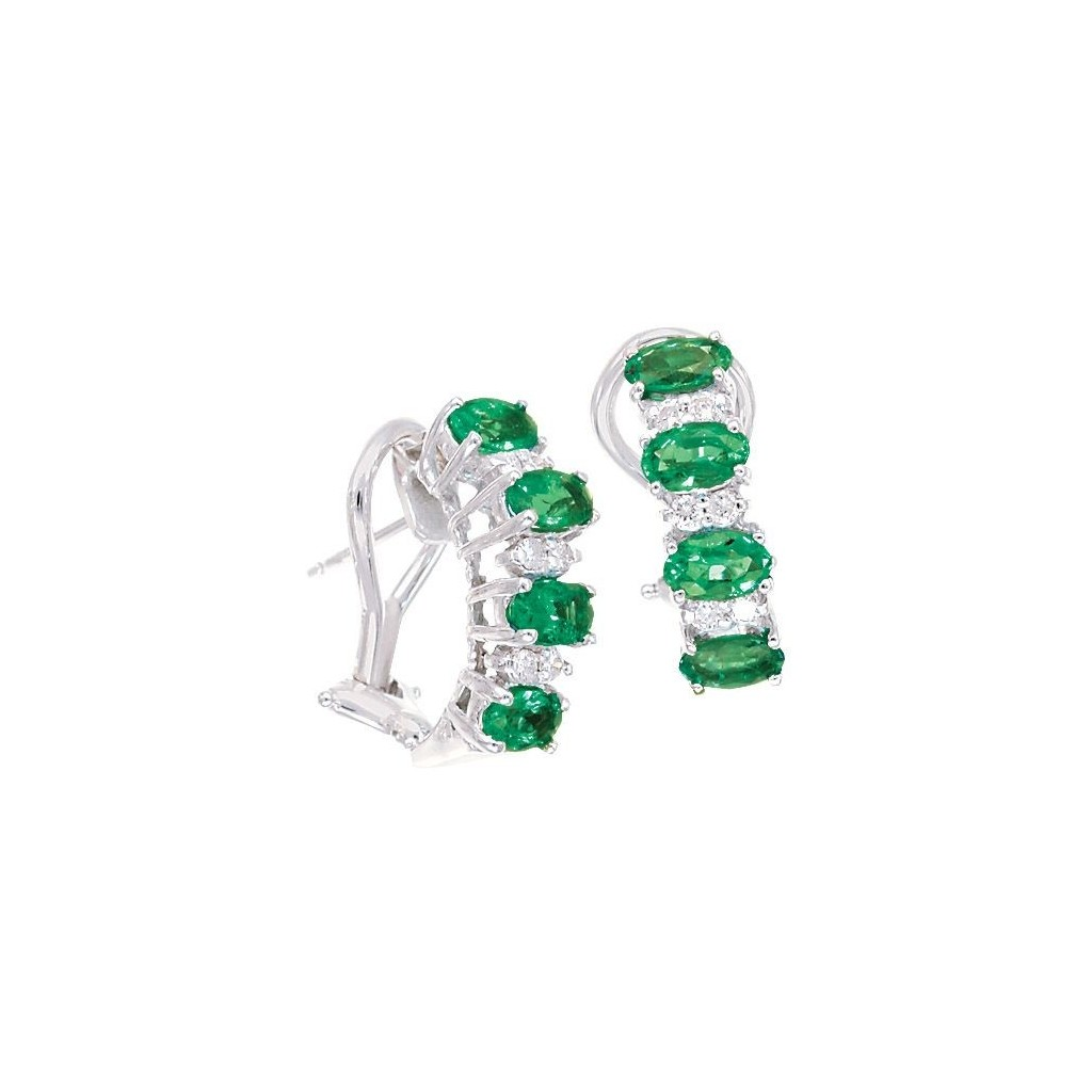 Emerald Diamond Earrings with 1.94 Carats