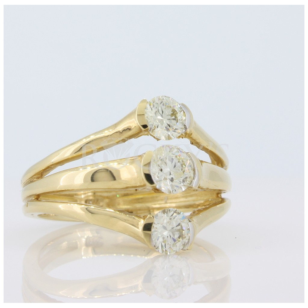 3 Stone Diamond Ring with 1.01 Carats