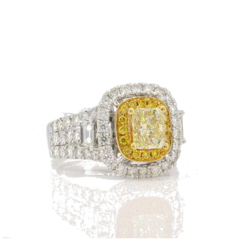 Yellow Diamond Ring with 2.55 Carats