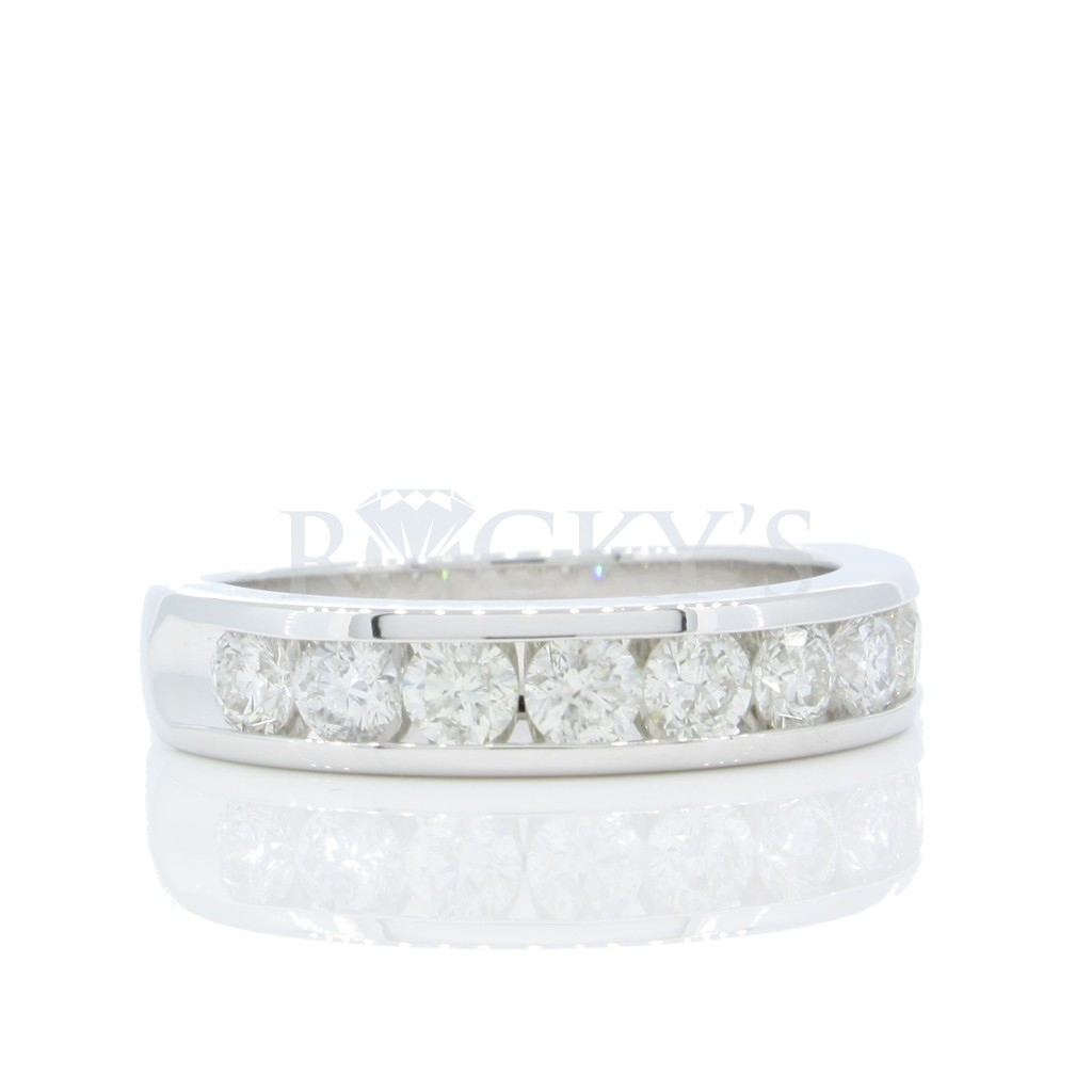 Diamond band with 1.00 carat