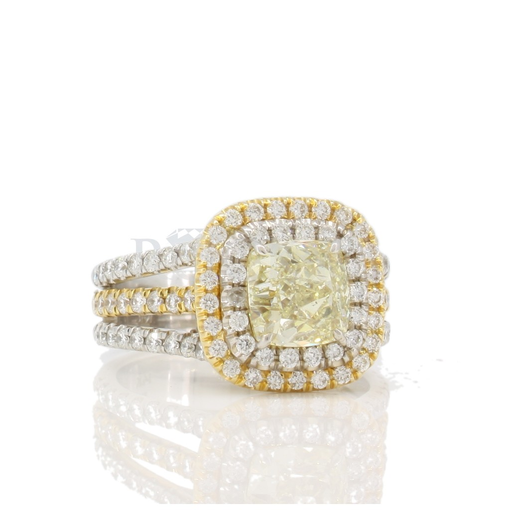 Yellow Diamond Ring with 2.60 Carats
