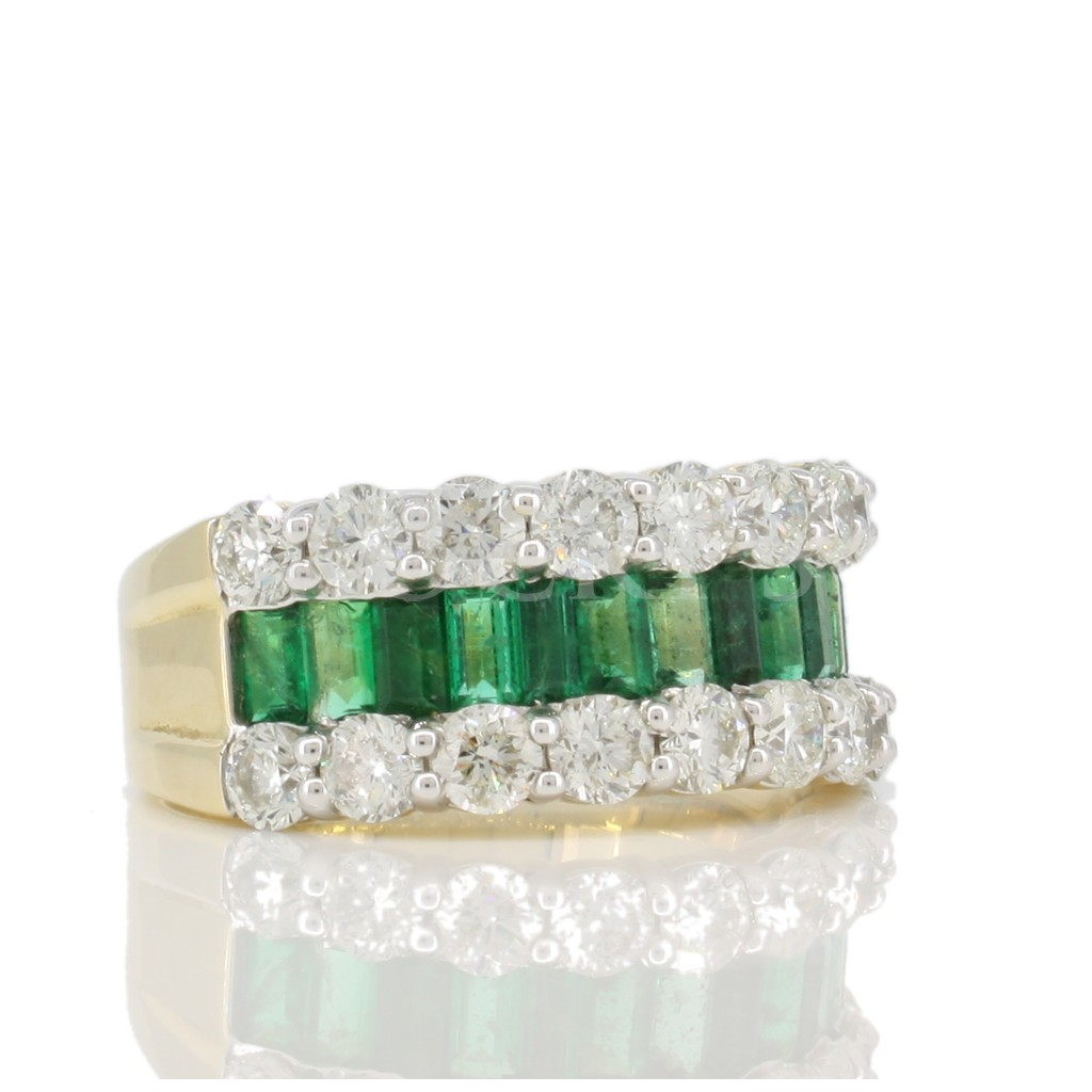 Emerald ring with 3.53 carat.