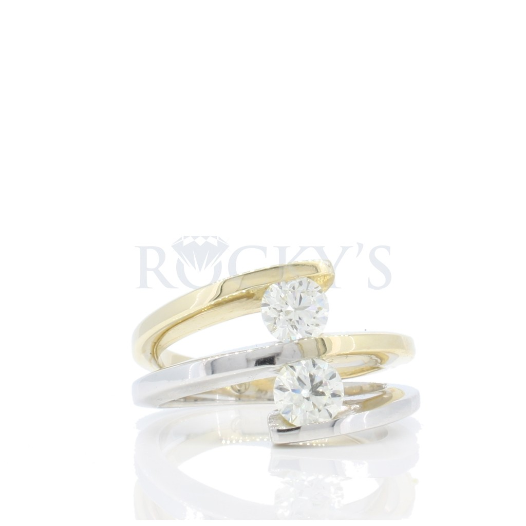 Two-Tone Diamond Ring with 0.94 Carats