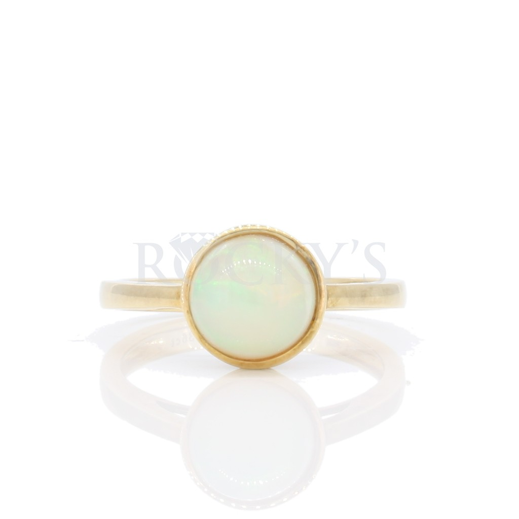 Australian Opal Ring with 1.36 Carats