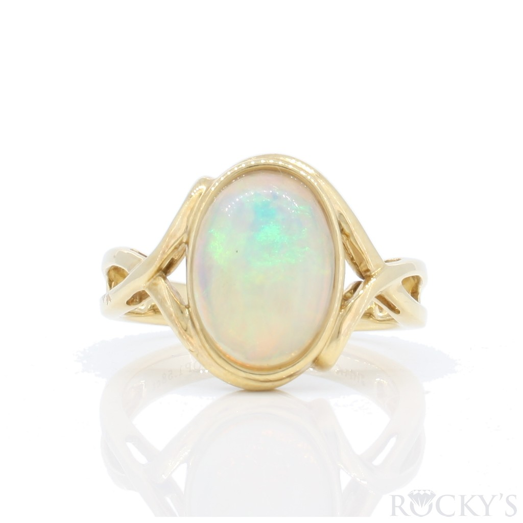 Australian Opal Ring with 1.42 Carats