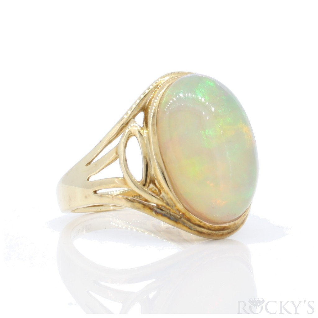Opal Ring with 6.29 Carats