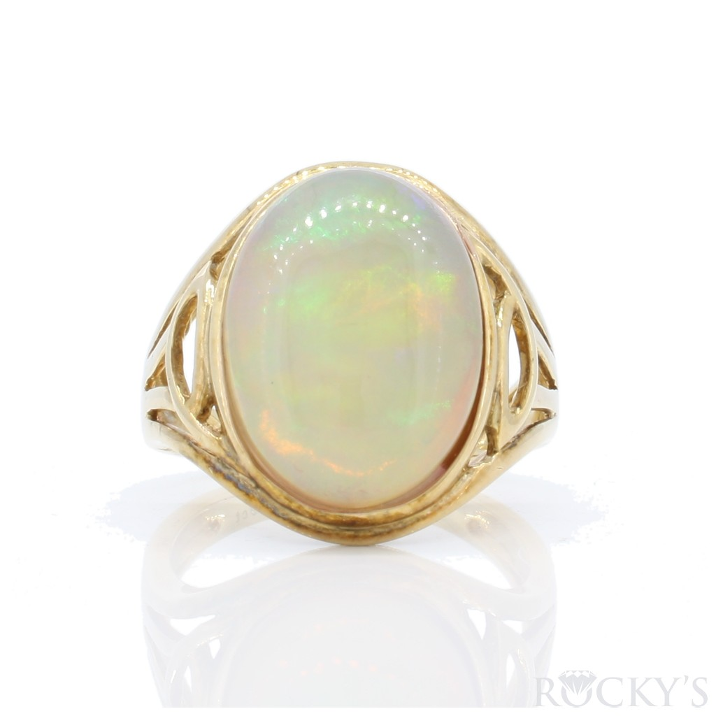 Australian Opal Ring with 6.29 Carats
