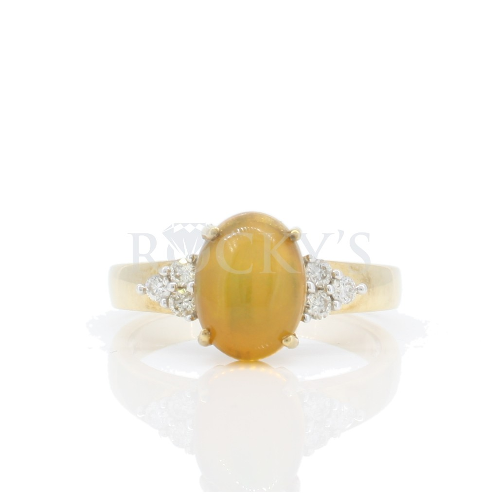 Women's Opal Ring with 1.40 Carats