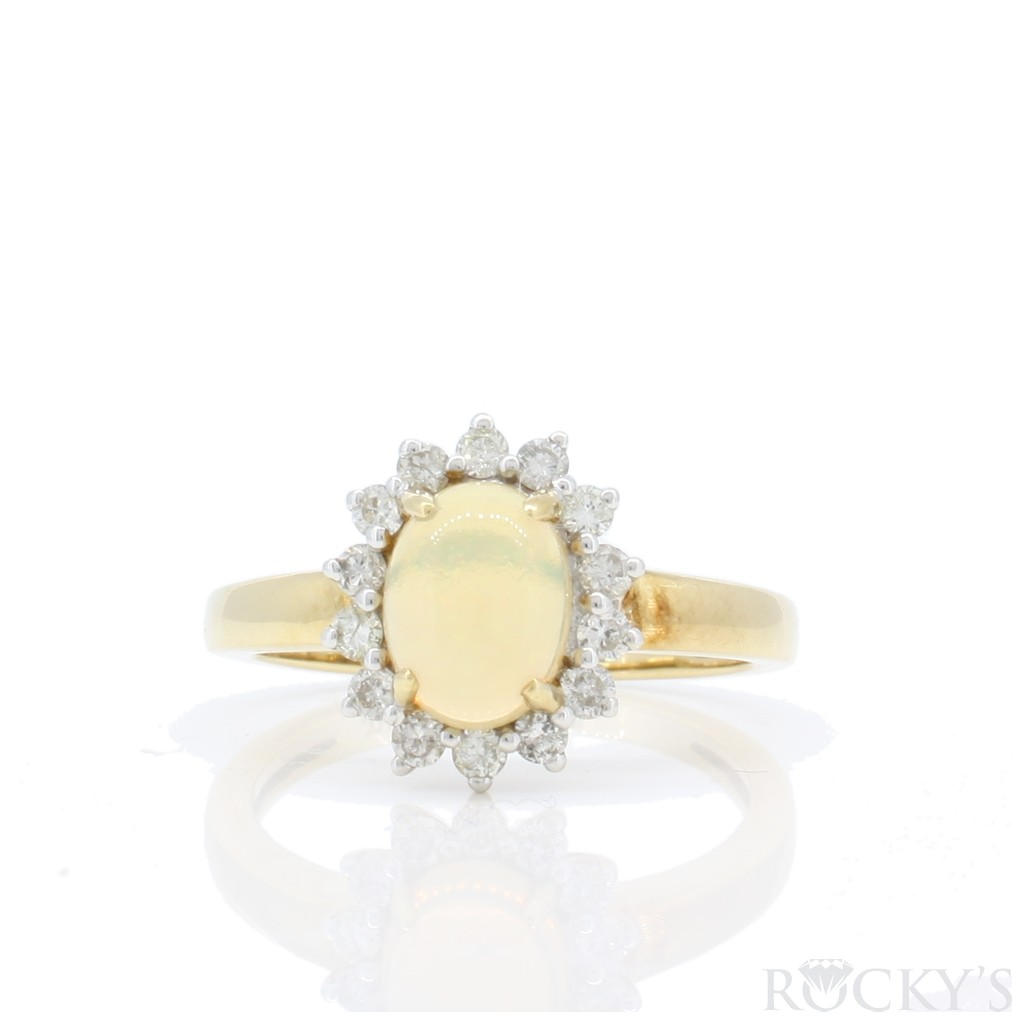 Women's Opal Ring with 1.13 Carats