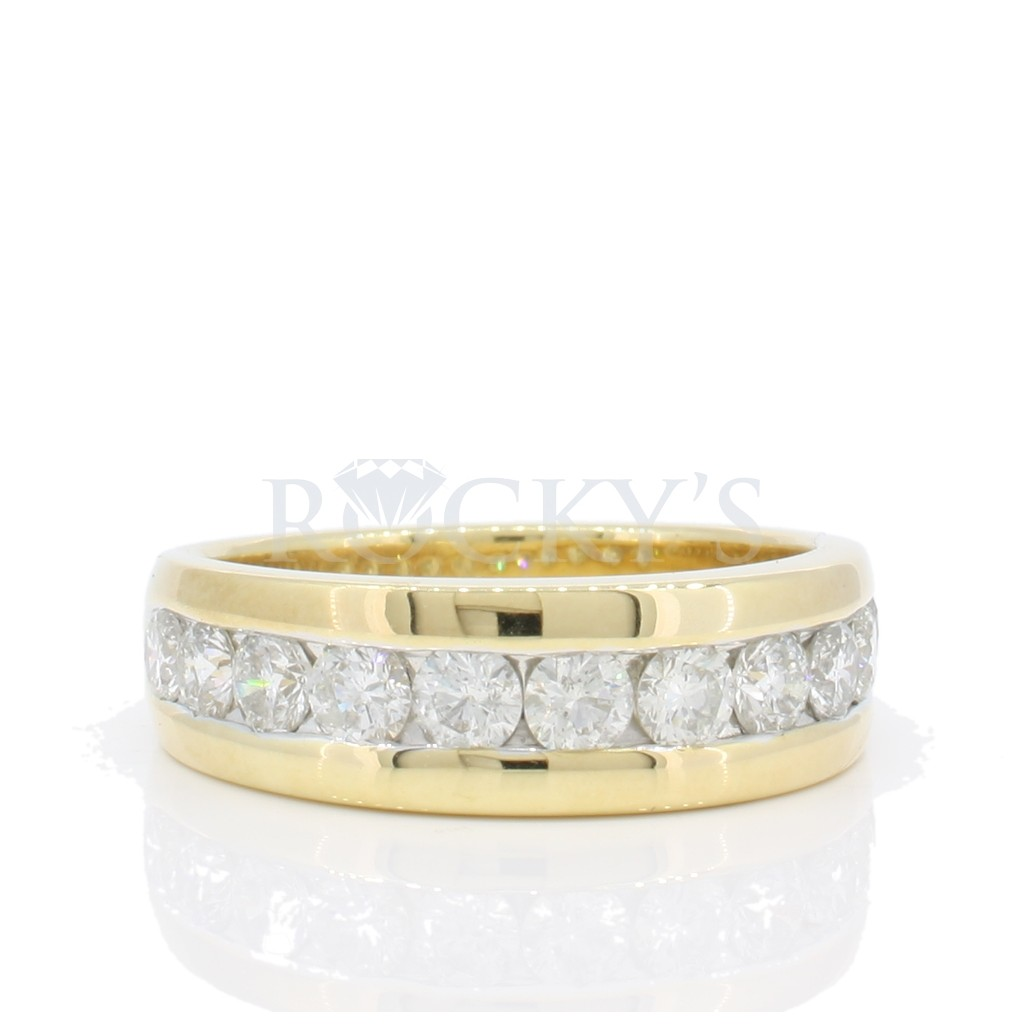 Men's Diamond Band with 1.83 Carats