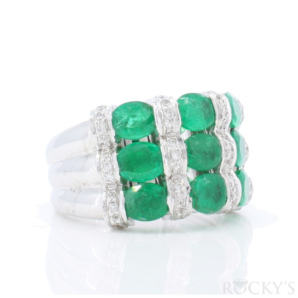 Emerald Diamond Ring with 3.33 carats