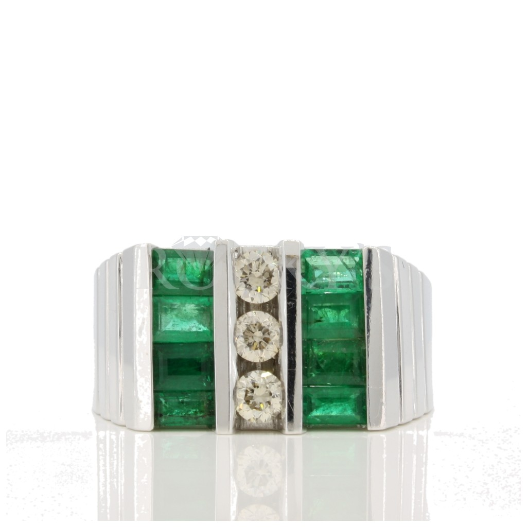 Men's Emerald Diamond Ring with 2.11 carats