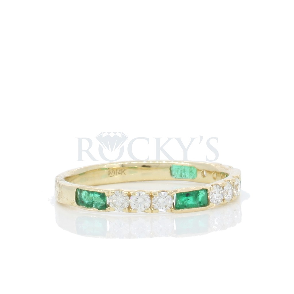 Emerald Diamond Ring with 0.67 Carats