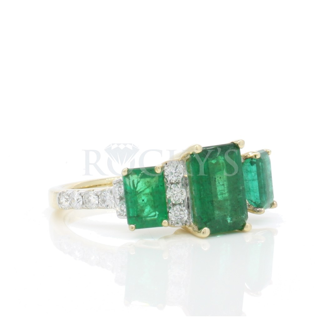 Emerald Ring with 2.97 Carats