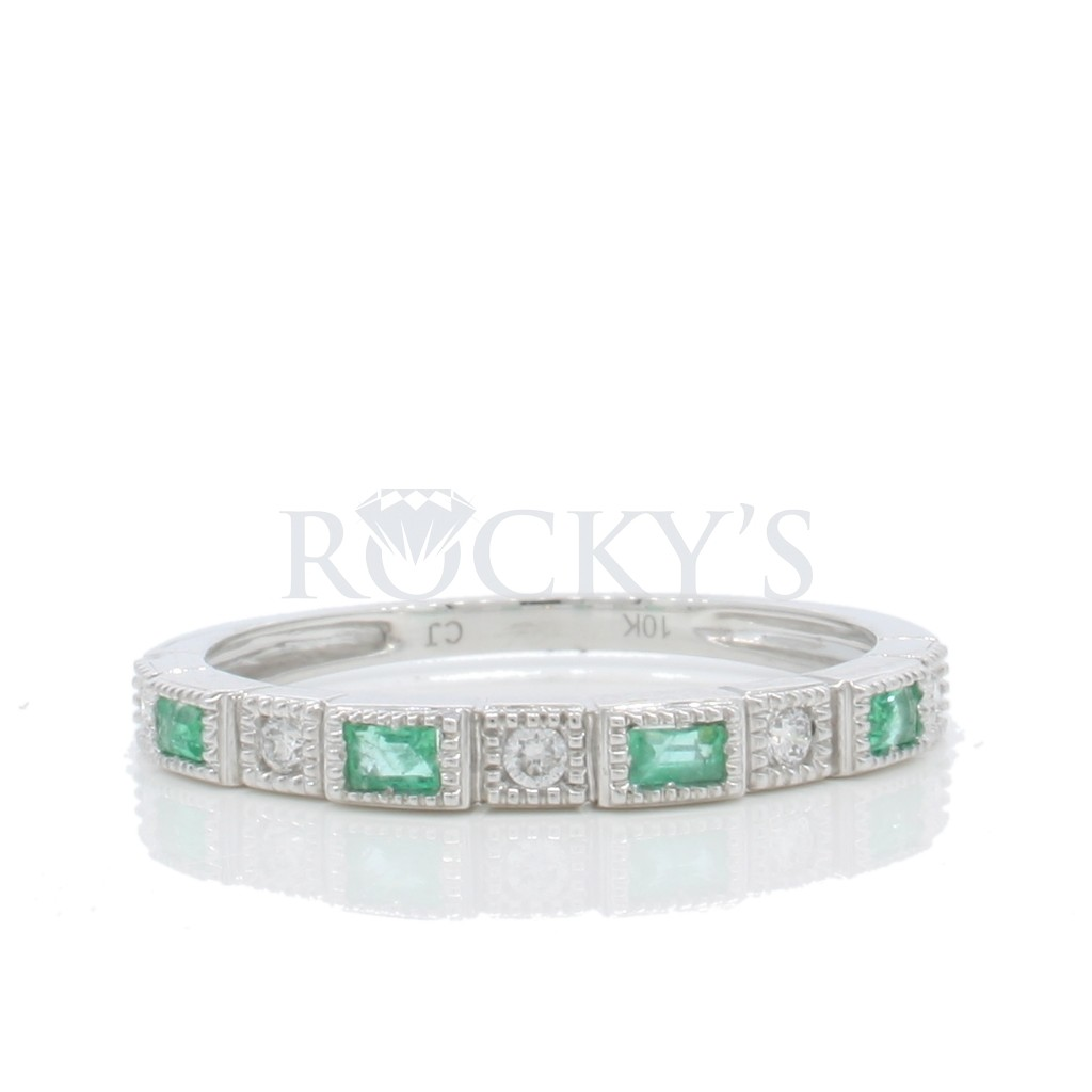 Emerald Diamond Ring with 0.31 Carats