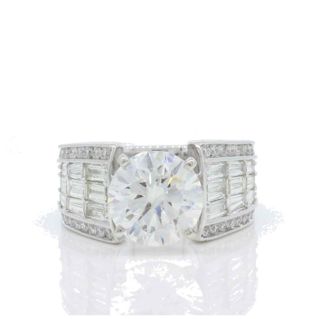 Engagement Ring with 4.61 Carats