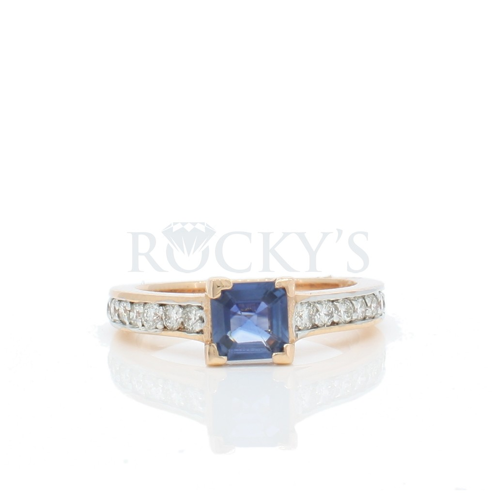 Sapphire ring with1.09 carat.