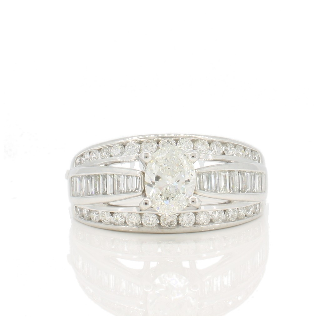 DIAMOND RING WITH 2.27 CARATS