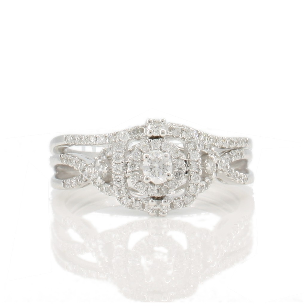 Engagement diamond ring with 0.45 carat