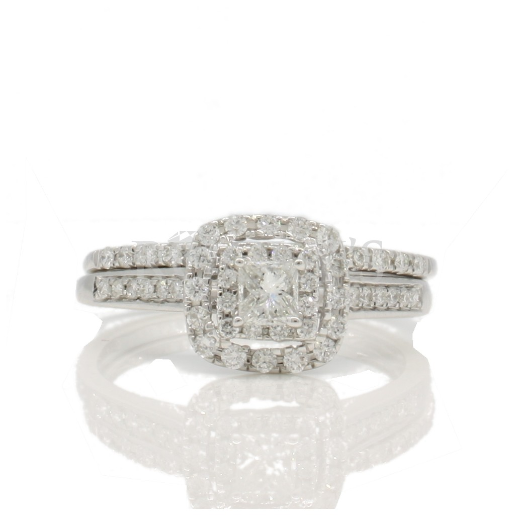 Engagement diamond ring with 0.50 carat