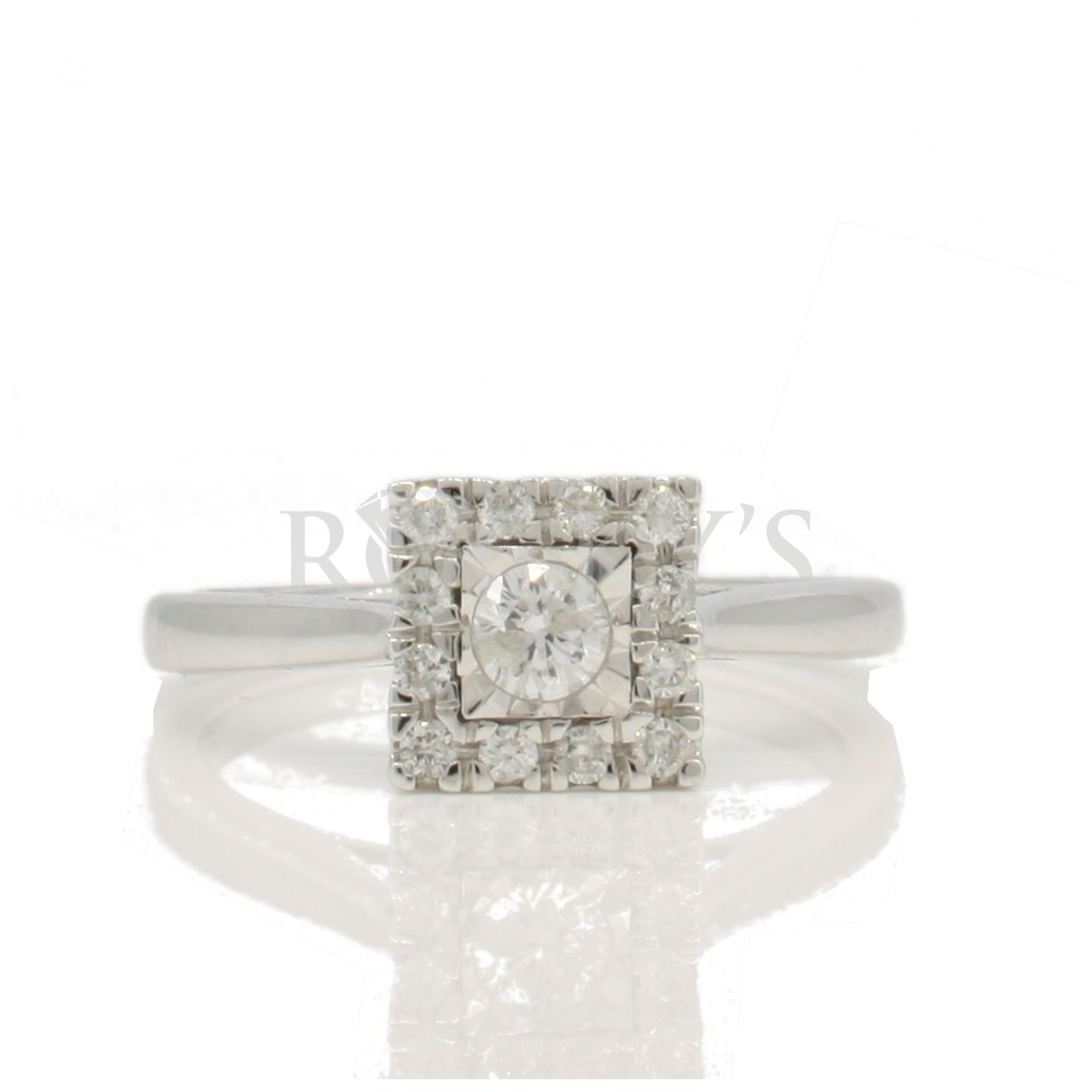Engagement diamond ring with 0.33 carat