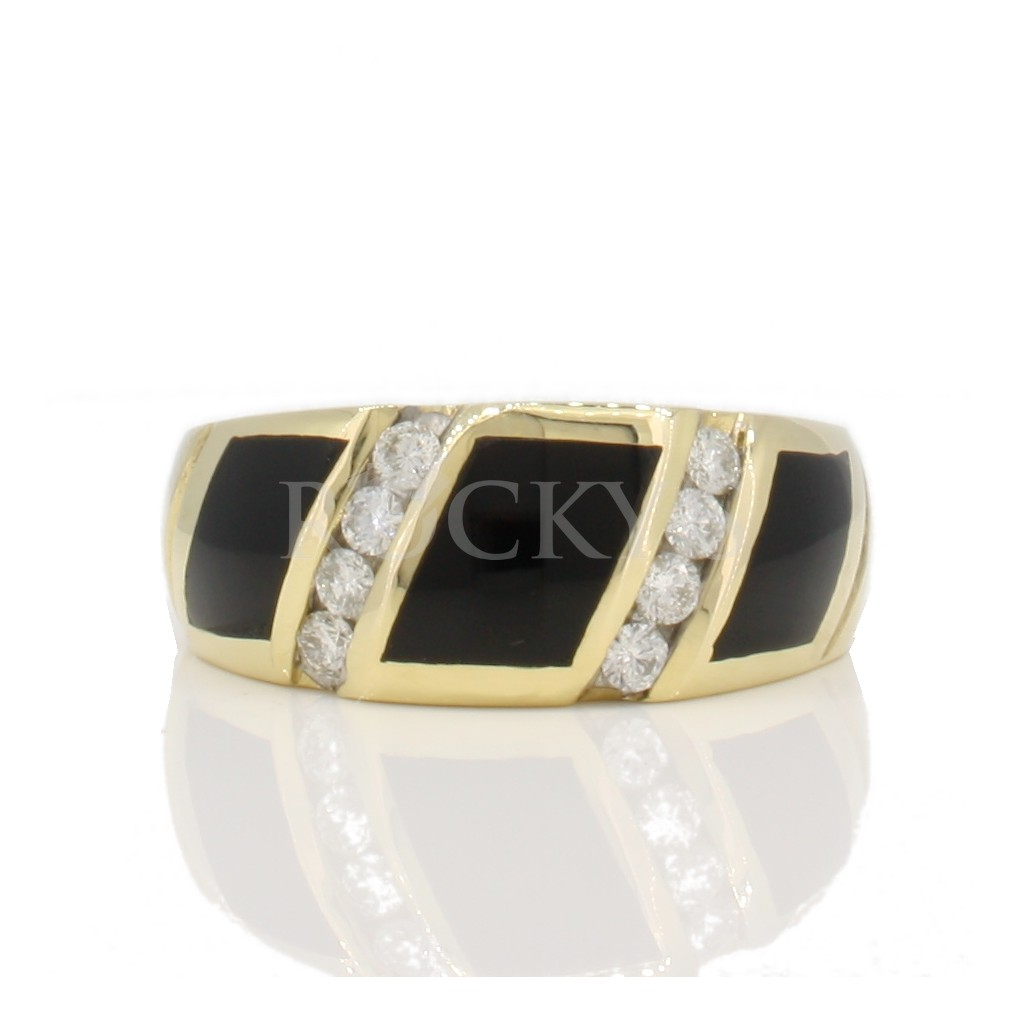 Onyx ring with diamonds 0.28 carats