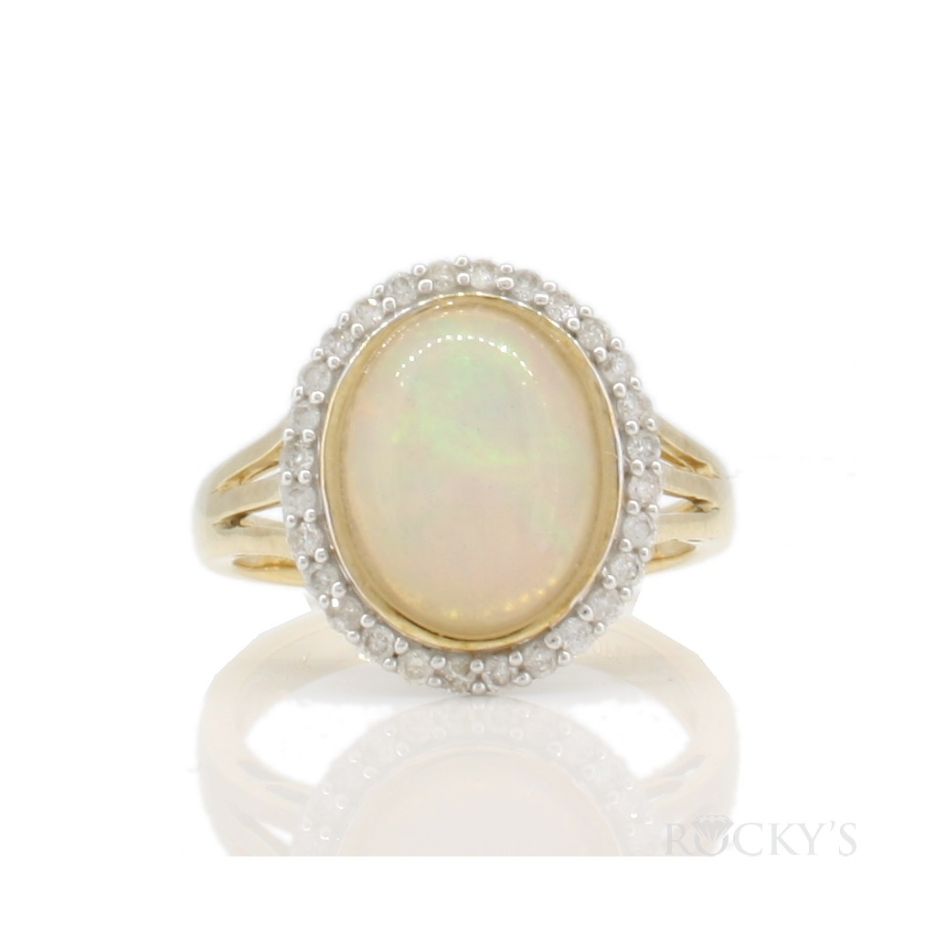 Australian opal and diamonds ring  with 2.46 ct