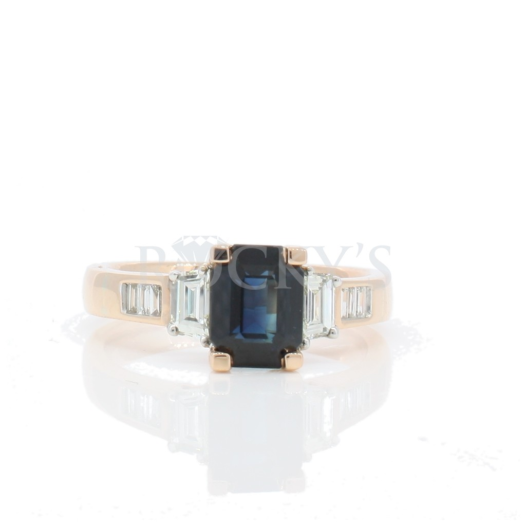 Sapphire ring with 2.37 carat.