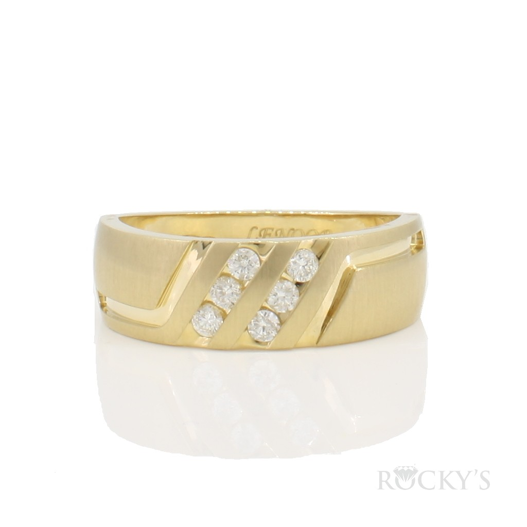 14k yellow gold wedding band for men with 0.25ct