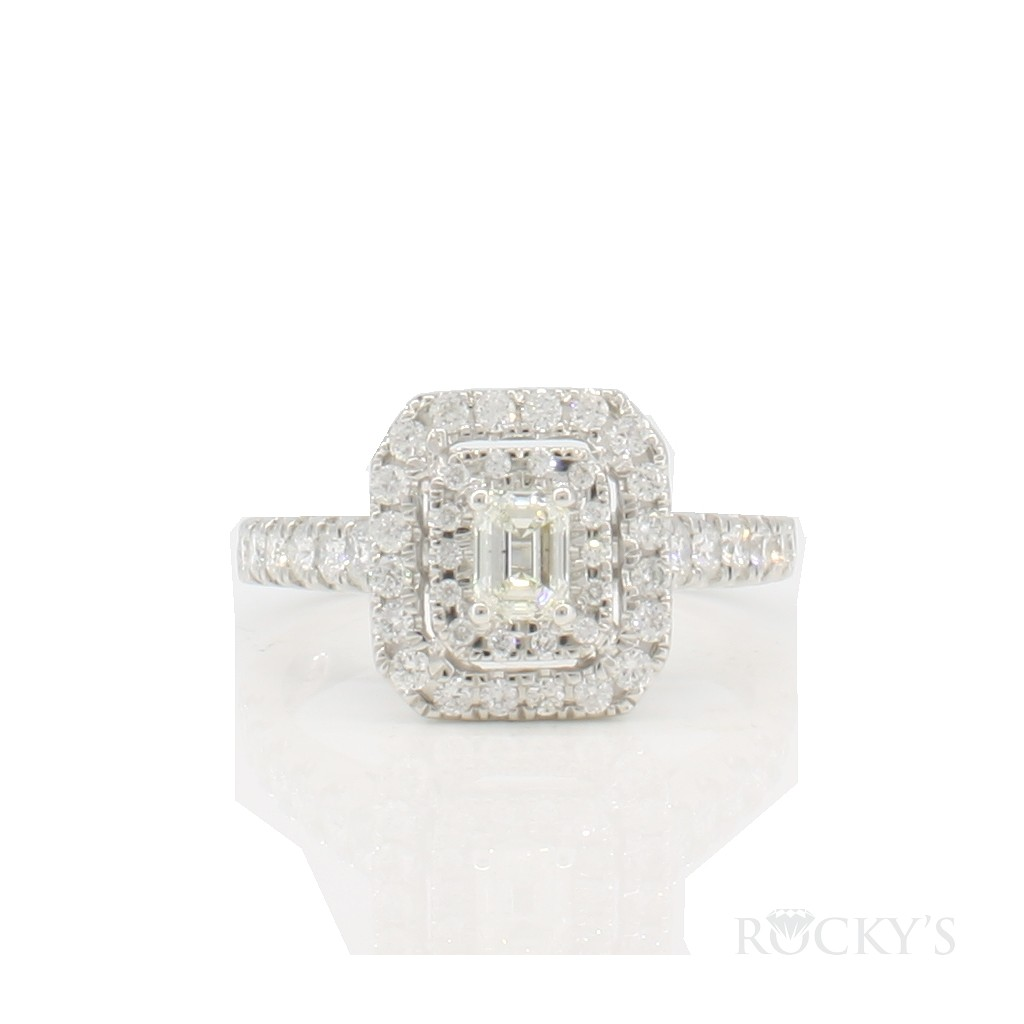 Engagement ring with 1.00 carat