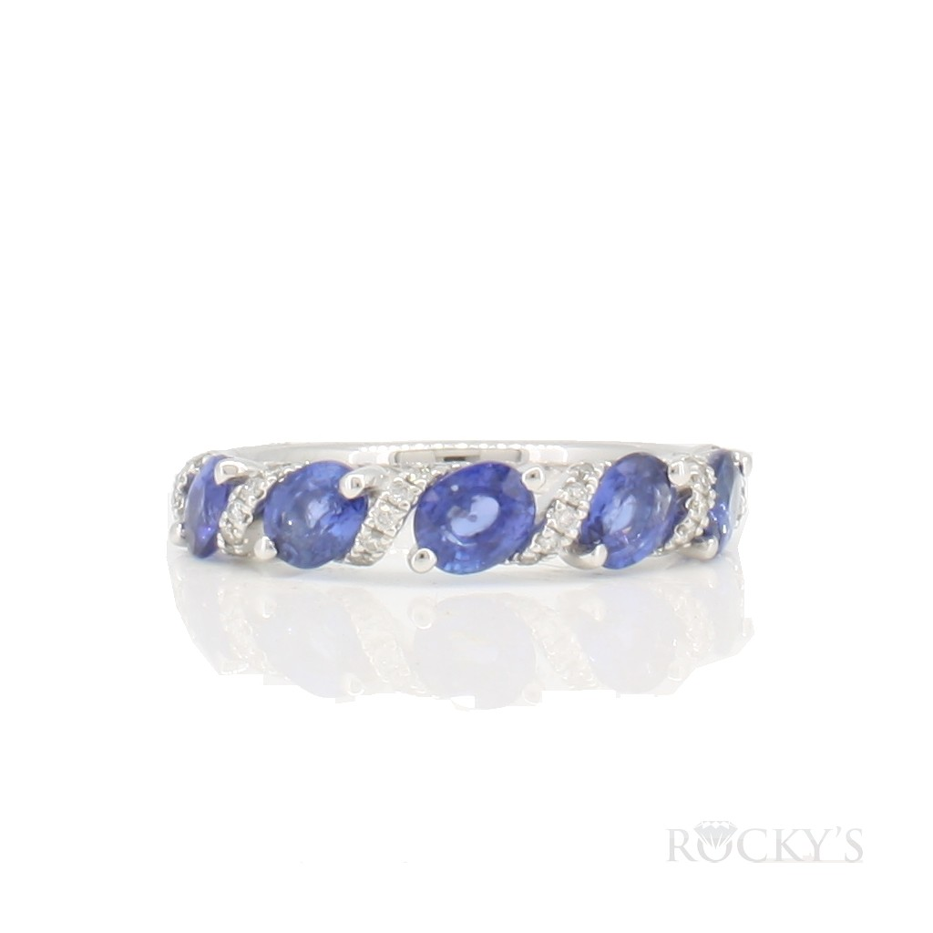 14k white gold sapphire ring with 2.30 Carats