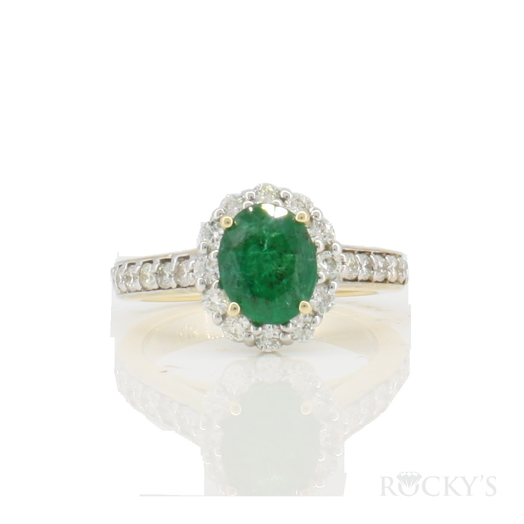 14k yellow gold emerald and diamonds ring  with 2.07ct