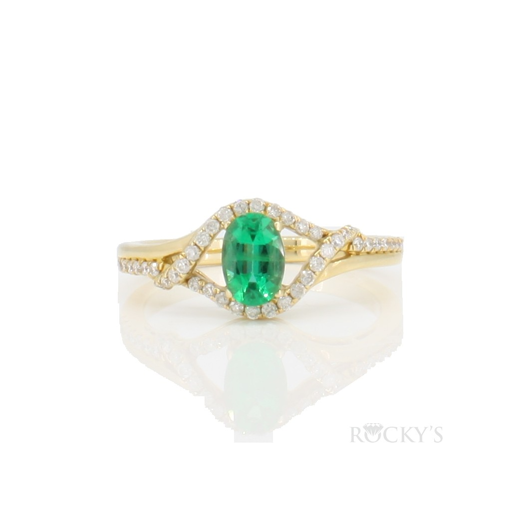 14k yellow gold emerald and diamonds ring with 0.67ct