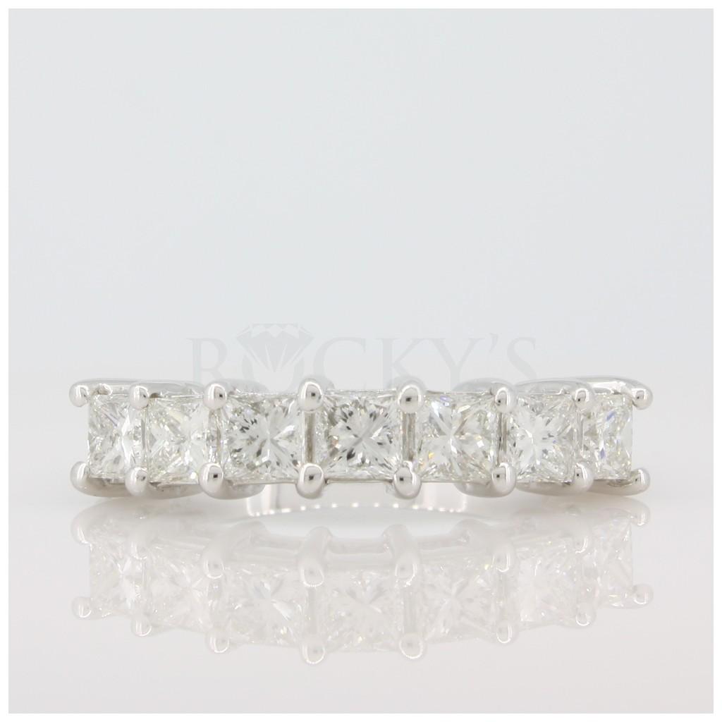 Diamond Band with 2.36 Carats